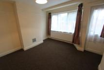 Ground Flat to rent in St. Marks Avenue...