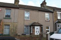 Terraced home to rent in Castle Street...