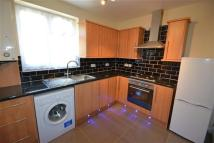 Flat to rent in Stradbroke Grove...