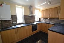 Flat to rent in Kingswood Road...