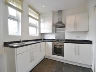2 bedroom house in Limes Avenue, Barnes...
