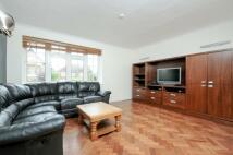 2 bedroom Flat to rent in Sutton Court Grange Road...
