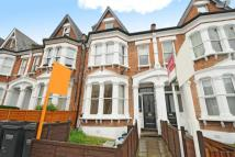 Studio flat in Holmesdale Road...