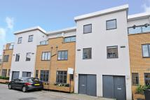 3 bed Town House in Paddock Gardens...