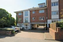 Apartment to rent in Crown Dale South Norwood...