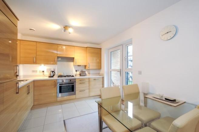 2 bedroom apartment to rent in Worcester Close SE20 SE20