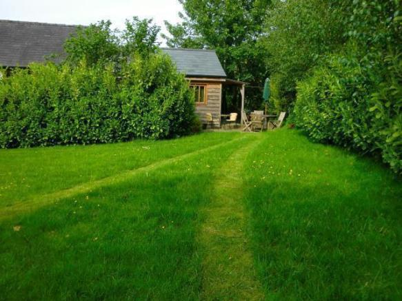 Lovely private Natural garden