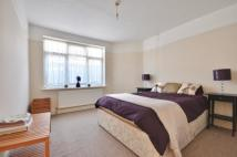Bungalow to rent in High Road, Uxbridge...