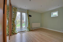 2 bed Flat in Chiltern View Road...