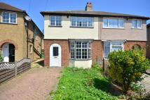 3 bed property to rent in Dickens Avenue...
