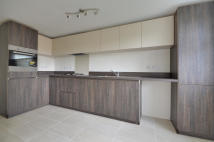 2 bedroom Flat in Valley Road, Uxbridge...