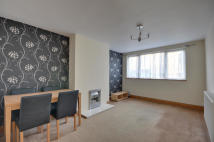 Flat to rent in Frayslea, Uxbridge...