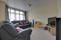 3 bedroom house to rent in Ryefield Avenue...