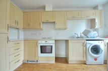 2 bedroom Flat to rent in Reid Close, Uxbridge...