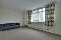 2 bedroom Flat to rent in Uxbridge Road...