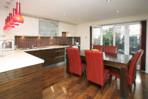 4 bedroom Apartment in Jamestown Way, London...