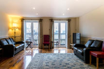 Apartment to rent in Jamestown Way, London...