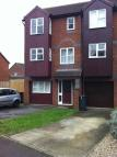 Town House to rent in Howard Walk, Warwick...