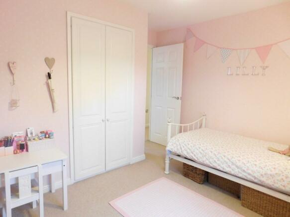 Bed 2 Wardrobes