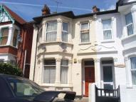 2 bedroom Flat in Burdett Avenue...