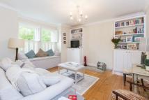 Flat to rent in Aslett Street...