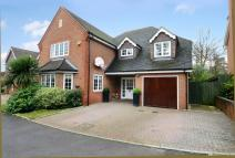 5 bedroom Detached property in Maple Drive, Lightwater