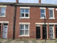 Flat to rent in Percy Street, Wallsend...