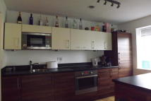 2 bed Flat in Park Lodge Avenue...