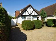 4 bed Detached property in Woodmere Avenue, Croydon