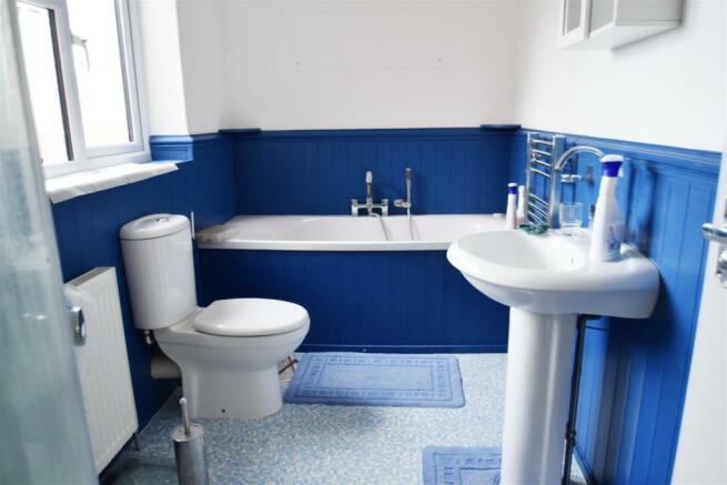 Bathroom (2) e.jpg