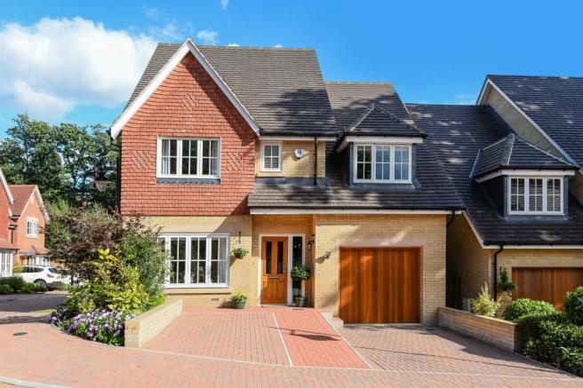4 bedroom detached house for sale in bracknell berkshire