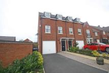 Town House to rent in Oaklands Drive...