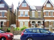Flat in Kenilworth Road, Ealing...