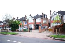 Flat to rent in Gunnersbury Avenue...