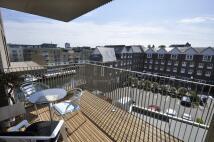 Apartment in Halyard Court...