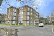 Flat to rent in Thamesvale Close...