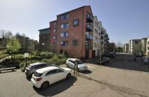 Apartment to rent in Union Lane, Isleworth...