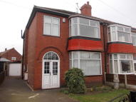 3 bed semi detached house to rent in Chestnut Ave...