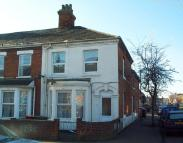 Close to train station Ground Flat to rent