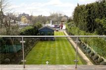 4 bedroom Detached house in Albany Park Road...