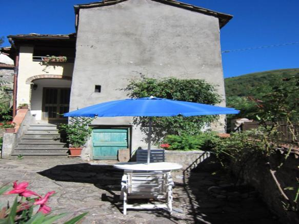 3 bedroom village house for sale in Bagni di Lucca, Italy
