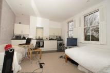 Studio apartment in Sternhold Avenue, London...
