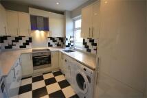 Apartment to rent in Woodthorpe Road, Ashford...