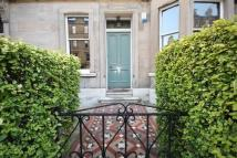 2 bed Ground Flat in Comely Bank Avenue...