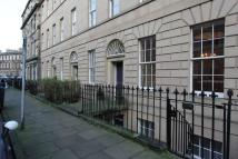 Flat to rent in Clarence Street...