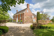 Country House for sale in Naldretts Lane, RH12
