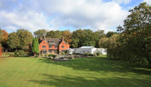 6 bed Detached house in Hascombe Road, Godalming...