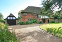 5 bed Detached house in Downsway, Guildford, GU1