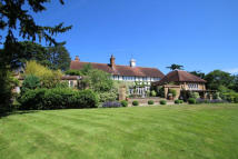 6 bed Country House in Sandy Lane, Guildford...