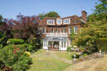 6 bedroom Detached house for sale in Fort Road, Guildford...